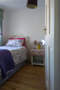 A nice room in quiet area 5 minutes walk to Galways historic region and nightlife and 5 minutes walk to the beaches and Salthill.  We have two rescue kittens that also live here :)