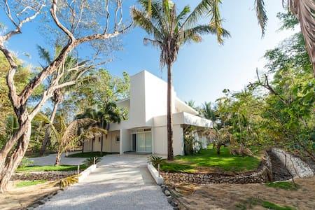 La 'Buena Onda' Nosara Beach House - Nosara - House