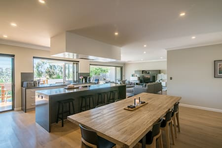 Tranquil Retreat - Mount Claremont - House