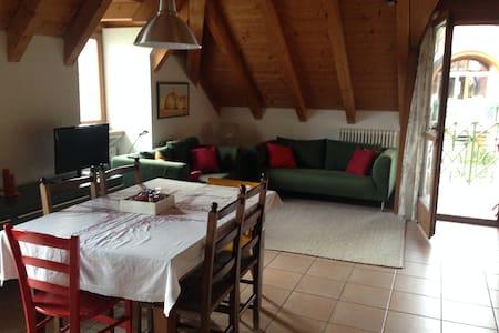 Wohnung im letzten Stock, sehr hell - San Michele - Lejlighed