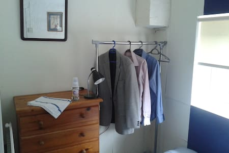BEACONSFIELD.LHR. Single Room  & Study. £120/week. - Beaconsfield - Casa
