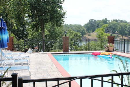 Lakefront studio with private pool, hot tub & SUP! - Soddy-Daisy - House