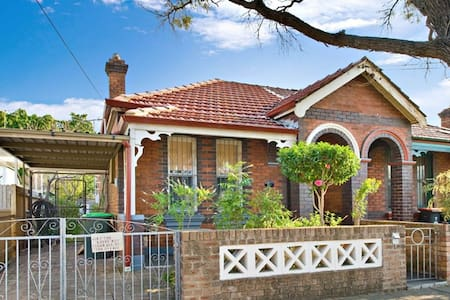 Edwardian House 8 MINS FROM CBD