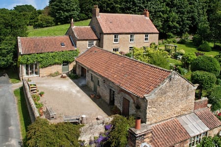17th Century converted barn - House