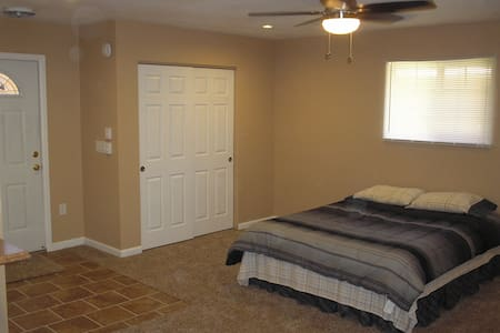 Colorado Springs studio w/ private entrance. - Colorado Springs - Condominium