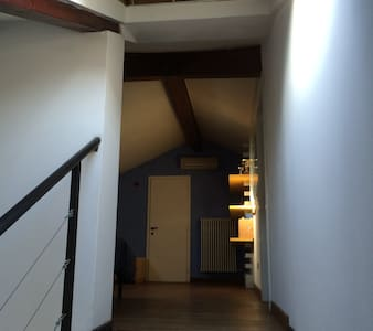 Stanza in mansarda con bagno - Trento
