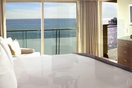 Queen BEACHFRONT Room at Malibu Beach Inn - Malibu