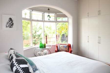 Gorgeous 3BR Family Home in East St Kilda - Hus