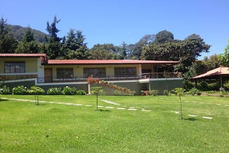 Casa de Campo MonteAlegre en Apaneca - Zomerhuis/Cottage