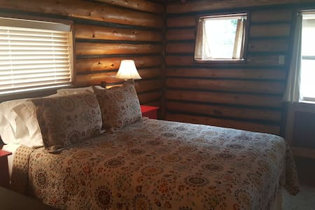 Near Yellowstone National Park-Cozy Cabin Suites - Gardiner - Casa de campo