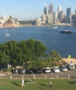 Views to Opera House & Bridge from park out front - Kirribilli - Apartment