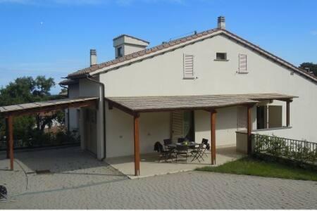 Rilassante Villetta Procchio - Procchio - Villa
