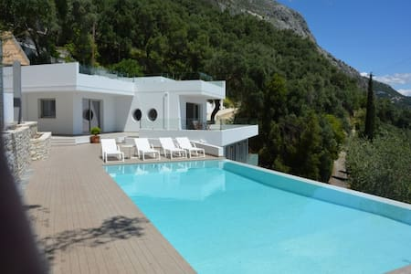 Villa ALGEOS, cloud between clear blue sky and sea - Korfu
