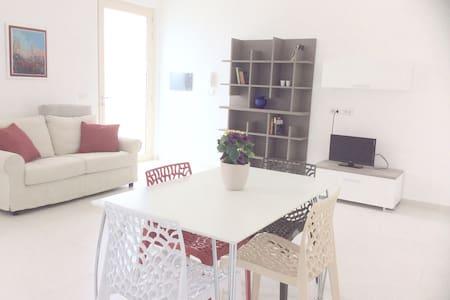 Luminoso appartamento ben arredato - Apartment