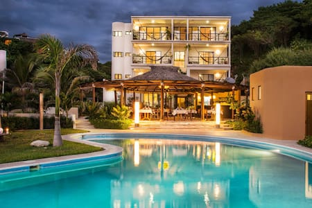 Modern B&B on Pacific Luxury Suite - Bahias de Huatulco - Bed & Breakfast