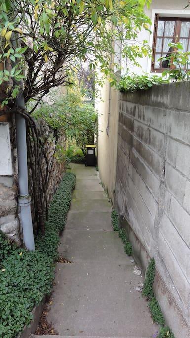 Accès flat et jardin indépendant