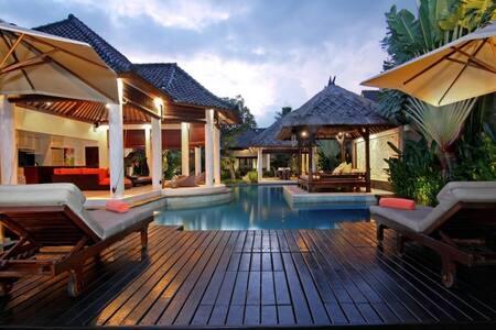Sesari 3/4BR Luxury Villa Seminyak