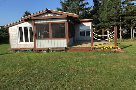 3 Bdrm Cottage On The Ocean. - Cabane