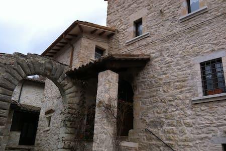 Casa in pietra indipendente - House