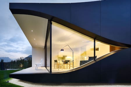 Mirror House South - House