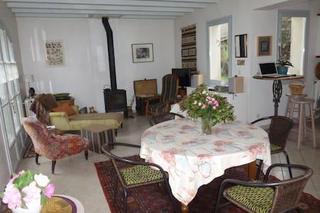 Chambre au coeur de la Bourgogne - House