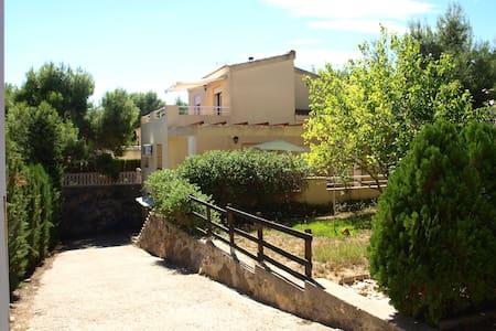 Casa en urbanizacion en lamontaña - House