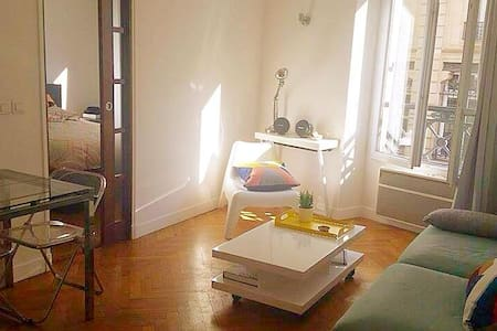 Large sunny flat in Paris 11e arr