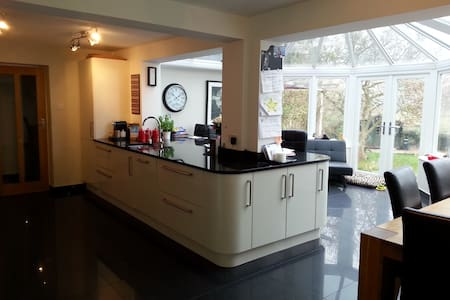 Spacious 4 bed countryside home - Cookham - Casa
