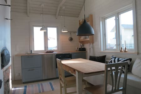 Charming house in archipelago - Cabaña