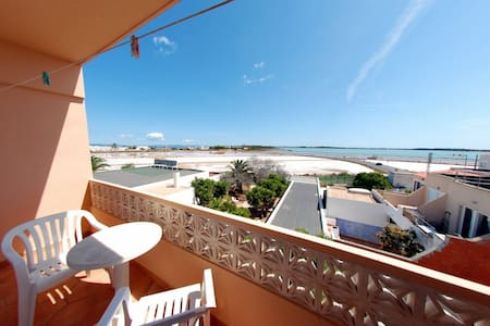 Bright apartment with air conditioning, situated in a privileged location just a few hundred meters from the most beautiful beach of Formentera:  Ses Illetas. The popular tourist town of Es Pujols is only 4 Km away.