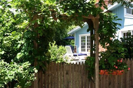ENTIRE EAST HAMPTON 3BR/2.5BA HOME - East Hampton - House