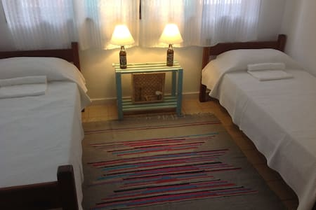 This cool bedroom for two singles is a real invite to relax after the beach! It is located in Casa Jabuti, a hostel at the heart of Rio's surf paradisiac village, Saquarema. Enjoy a peaceful atmosphere and a environmentally oriented accomodation.