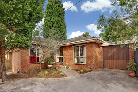Lovely room near Mullum Mullum Park - Hus