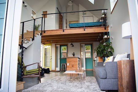 Bright, Modern Loft in North PDX