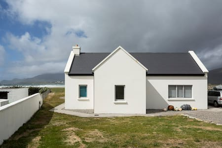 Designer cottage by the beach, Wild Atlantic Way - Keel - Hus