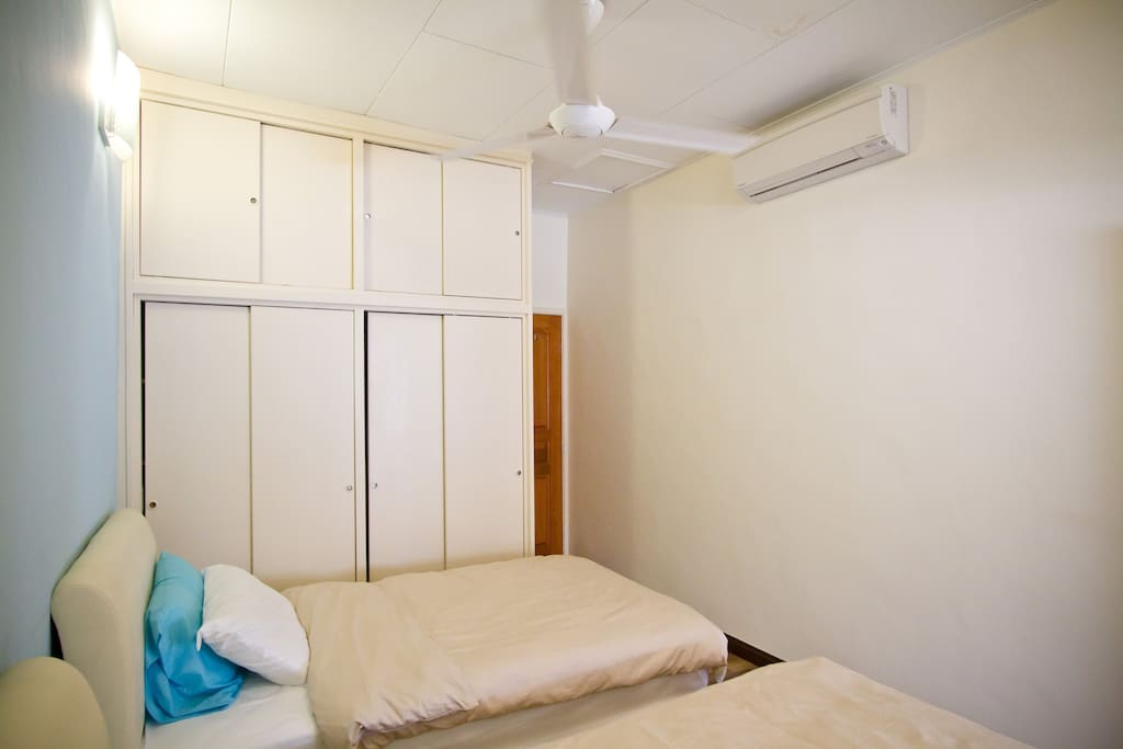Bedroom with double bed (super single) - air conditioned