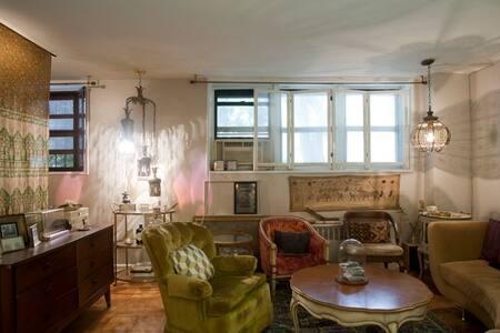 Private Vintage L Shaped Studio - Lakás