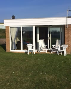 Beachside holiday home, quiet area! - Chalet