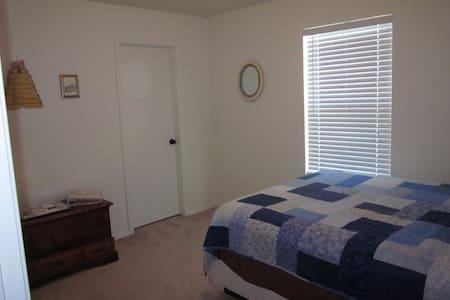 BEACH, SHOPPES, AIRPORT, NICE/CLEAN - Apartment