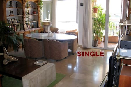 SINGLE room. CITY CENTER. Bed & breakfast. - Alicante