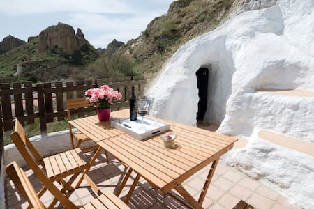 Subterranean style & sweeping views - Guadix - Grot