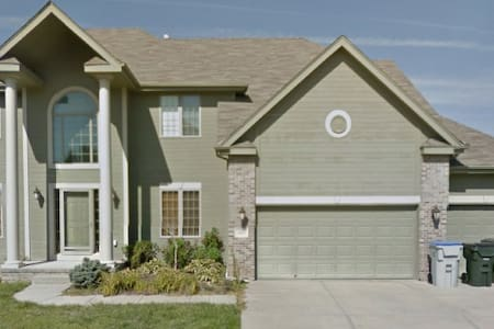 HUGE, Immaculate 5 bd SW Omaha Home - Omaha