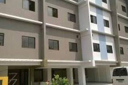 Loft Type Unit in Makati - Appartement