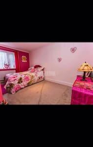 Double bedroom - shared bathroom - Sheffield - Huis