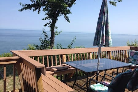 Waterview Cottage in Wine Country - Calverton - Cabin