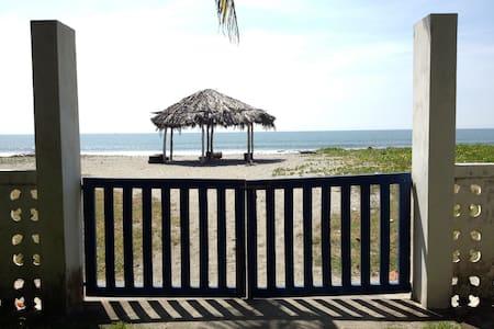 Casa frente al Mar Playa Cangrejera - La Libertad