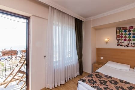 B&B WİTH A SEA VİEW AND BALCONY - Fatih - Bed & Breakfast