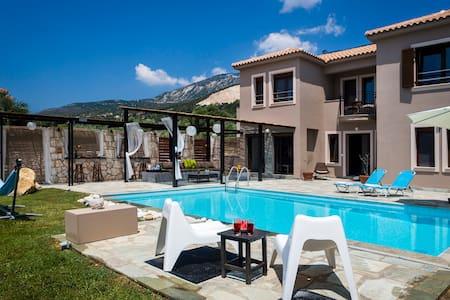 Villa Minetti - Lourdata - Villa