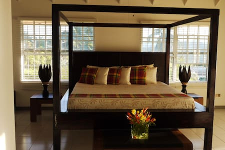 COLVIN'S B & B The Sunset Room - Castries City - Bed & Breakfast