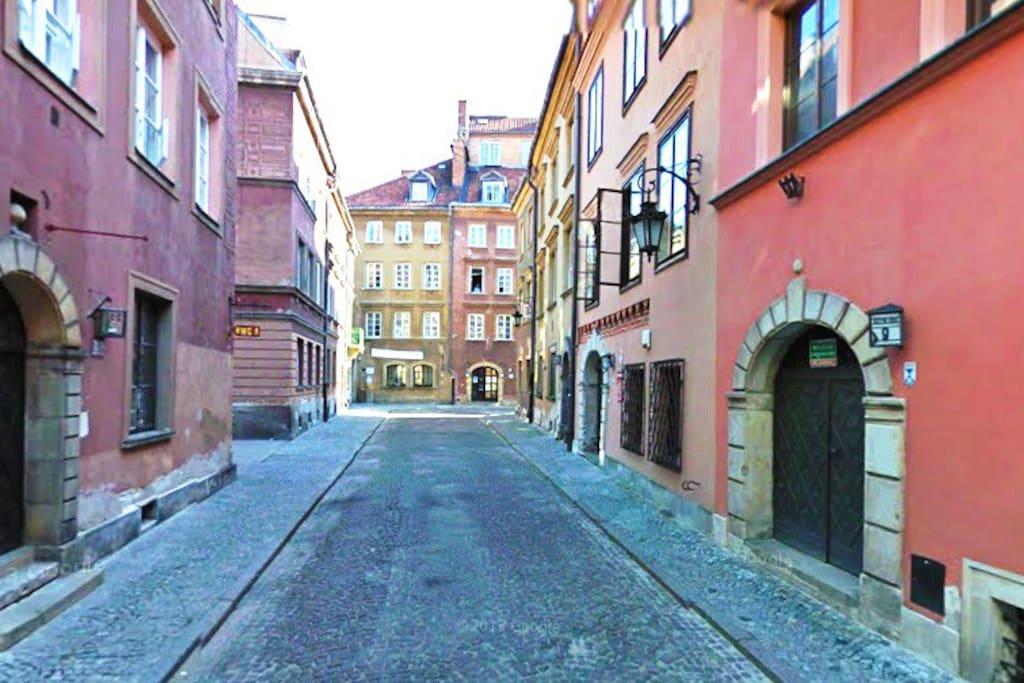 Krzywe Kolo street within Old Town Walls